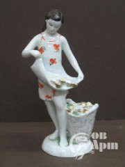 "Скульптура ""Девочка с кукурузой"""